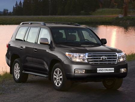 Toyota Land Cruiser 200: 11 фото