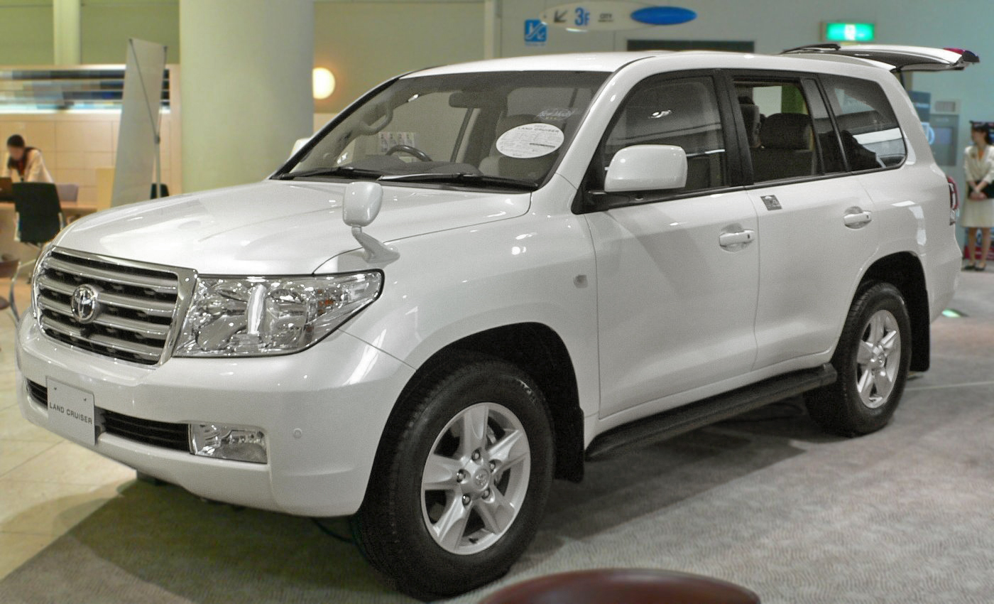 Toyota Land Cruiser 200: 12 фото